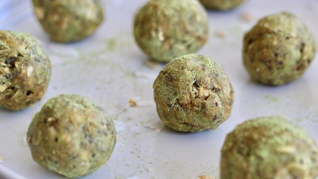 Coconut-Matcha-Energy-Bites